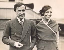 Amy with fellow aviatorJim Mollison. Together they were known as the flying sweethearts.
