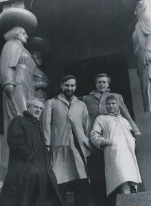 Judi Dench pictured with Laurence Olivier, John Neville and Joseph O'Connor in Belgrade int he early 70s. Picture credit: Stevan Kragujevic wikipedia creative commons.