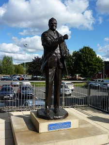 Leeds-Don_Revie_statue